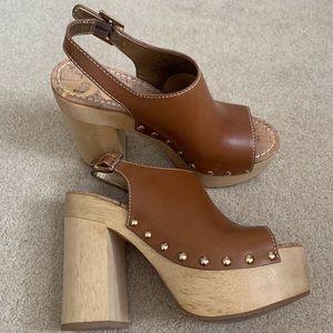 Platform sandal w/studs